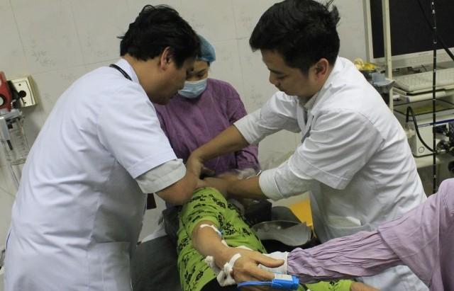 Cấp cứu thành công bệnh nhân bị hóc do ngậm đá nano 'chữa bách bệnh'