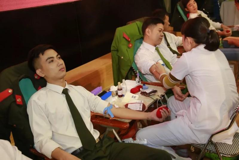 Người hiến máu tình nguyện được tặng các gói xét nghiệm thay vì tặng quà