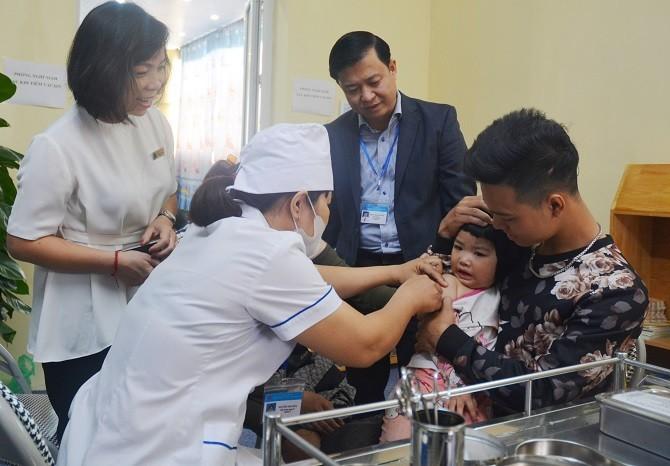 Hà Nội phấn đấu hơn 95% trẻ em được tiêm bổ sung vắc xin phòng bệnh