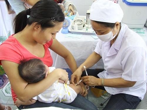 Chương Mỹ: Tích cực triển khai công tác tiêm bổ sung vắc xin sởi - rubella