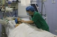Nghẹt thở cứu sống ca bệnh phình động mạch chủ bụng khổng lồ