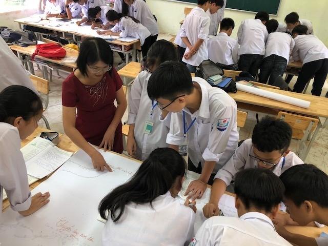 Nữ giáo viên khơi nguồn sáng tạo cho học sinh từ các thí nghiệm
