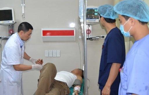 Phú Thọ: Cấp cứu thành công 4 nạn nhân nguy kịch vì tai nạn máy bóc gỗ