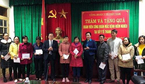 Trao quà Tết sum vầy cho cán bộ y tế có hoàn cảnh khó khăn tại Thanh Hóa