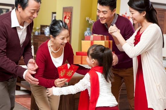 Chọn quà Tết ý nghĩa tặng mẹ cha