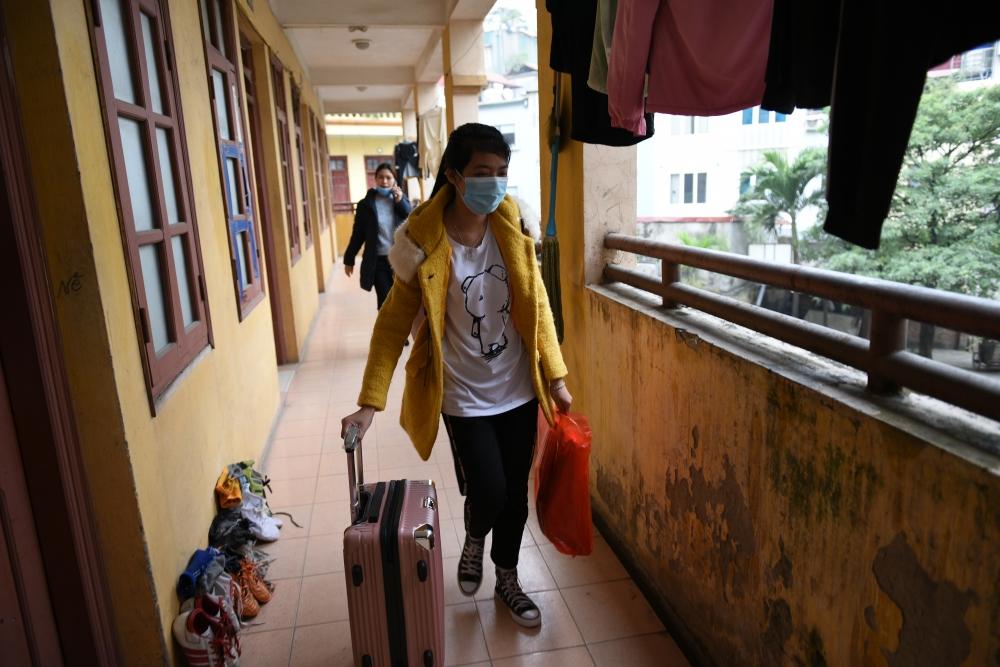 Được nghỉ Tết sớm, các bến xe ùn ùn sinh viên về quê