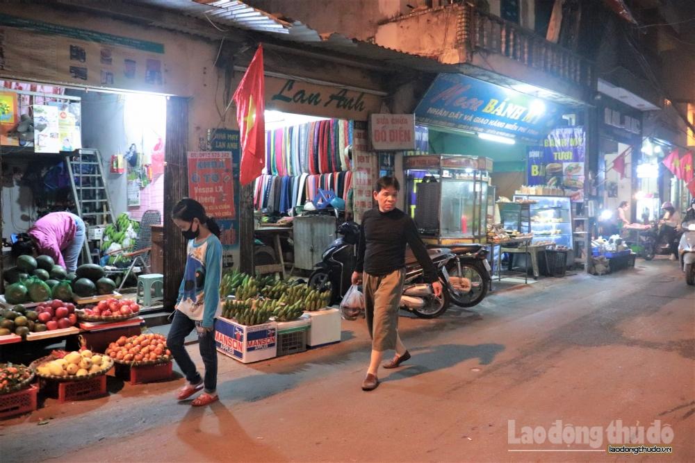 Người dân vẫn lơ là phòng dịch tại chợ dân sinh