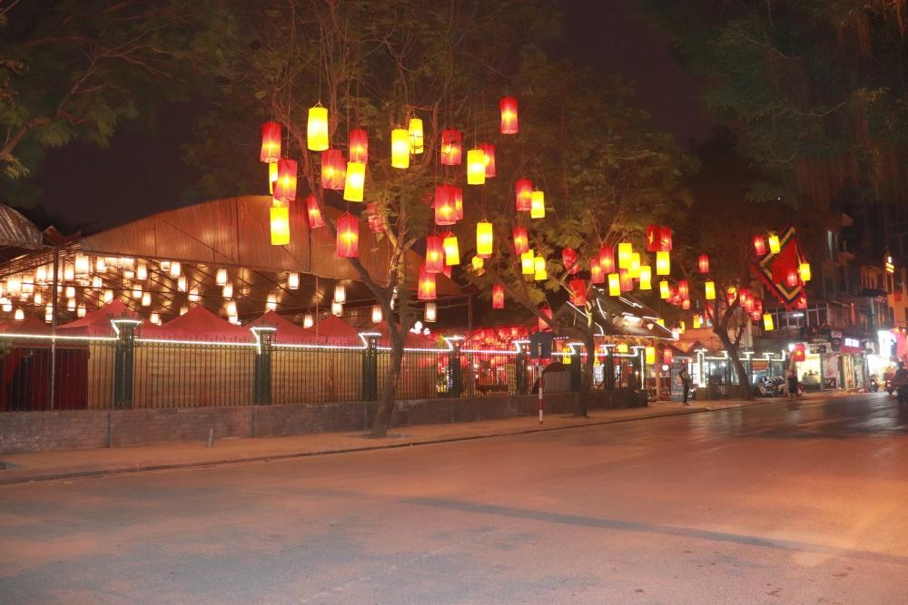 Đêm Hà Nội đẹp lung linh trước Tết Tân Sửu