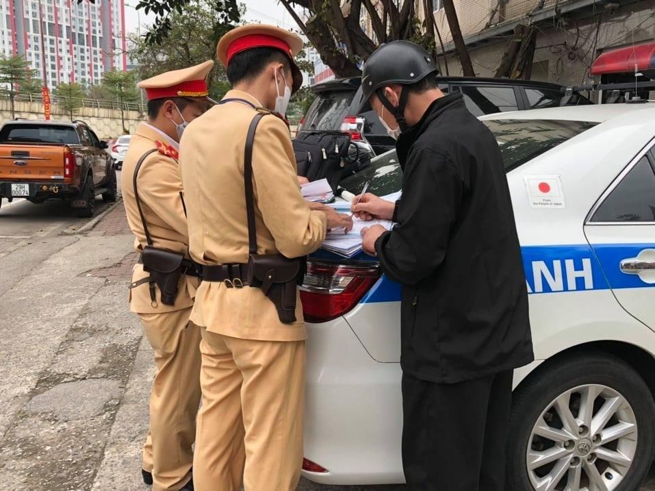 Xử lý gần 2.000 trường hợp vi phạm giao thông trong 3 ngày Tết