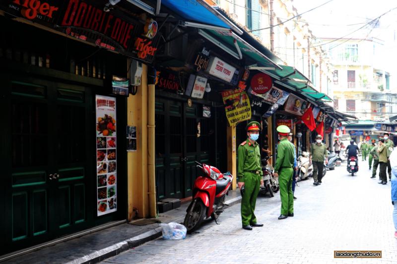 Hà Nội chiều 26/3: Nhiều hàng quán đã đóng cửa chấp hành yêu cầu của Thành phố