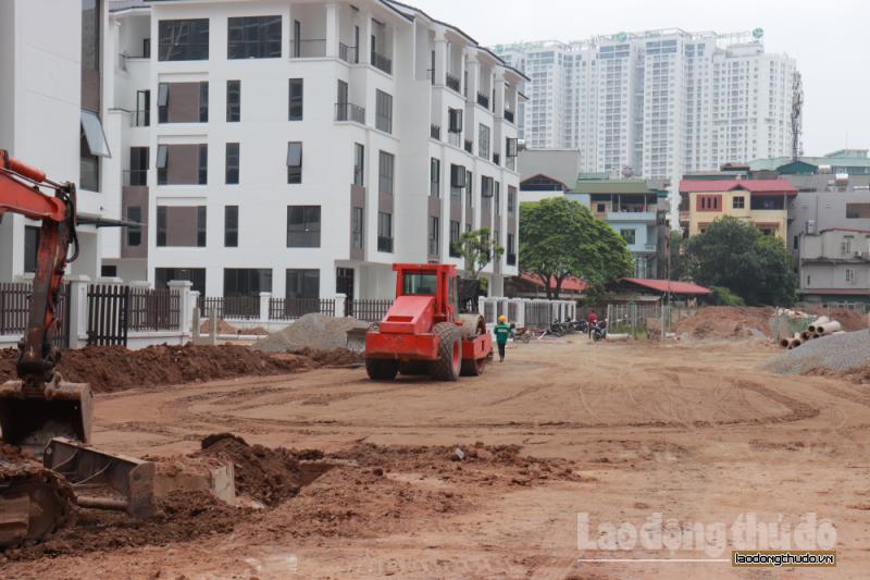 Nhiều công trình xây dựng vẫn hoạt động trong ngày đầu cách ly xã hội toàn quốc
