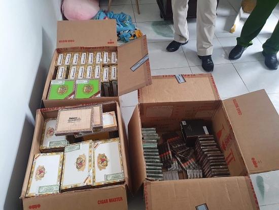 Bắt giữ nhóm đối tượng buôn bán hơn 1 tạ xì gà nhập lậu