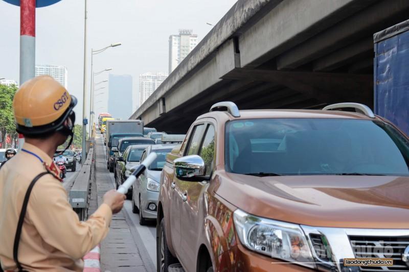 Hà Nội: Đường phố chật cứng trong ngày học sinh trở lại trường