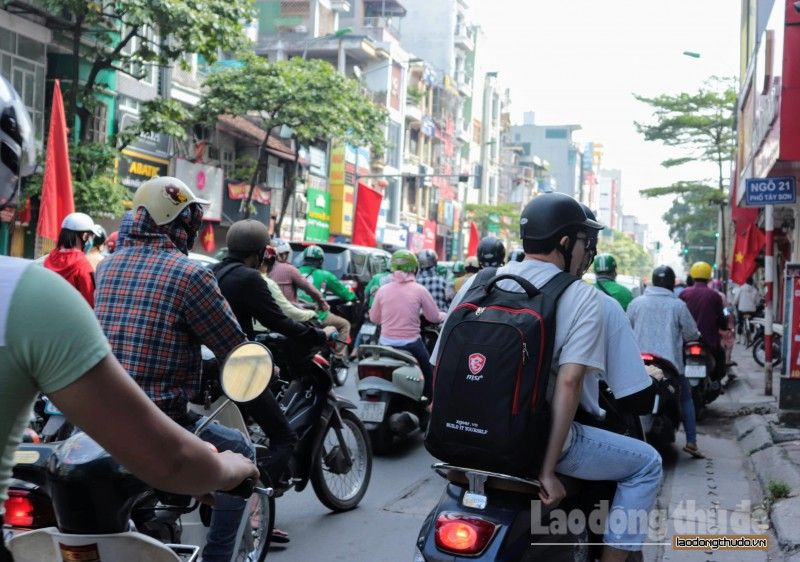 ha noi duong pho chat cung trong ngay hoc sinh tro lai truong