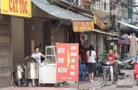 Nhiều nơi vẫn tái diễn hành vi lấn chiếm lòng đường, vỉa hè để kinh doanh bán hàng