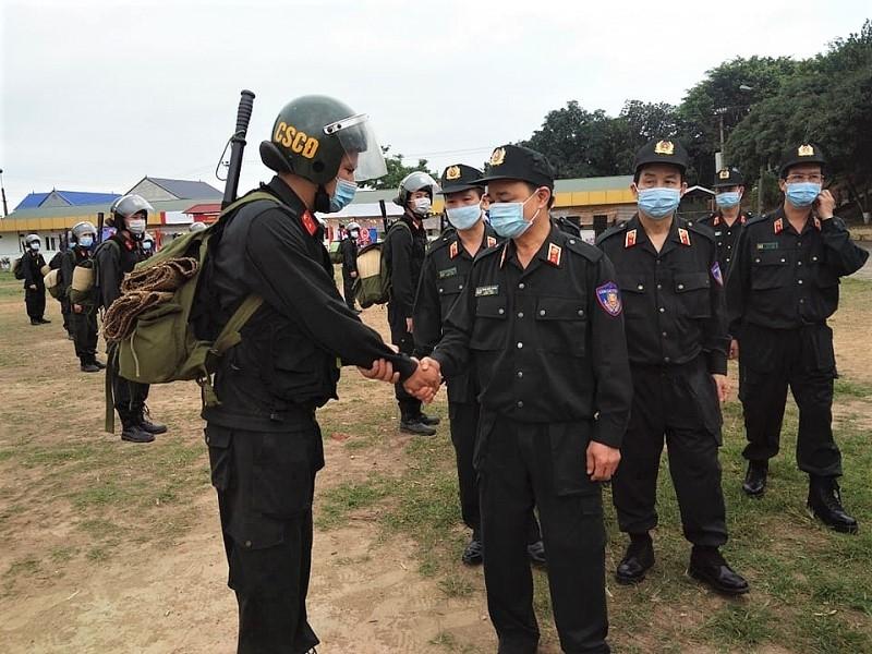 Gần 300 cảnh sát cơ động Thủ đô lên đường hỗ trợ tỉnh Bắc Giang phòng, chống dịch Covid-19