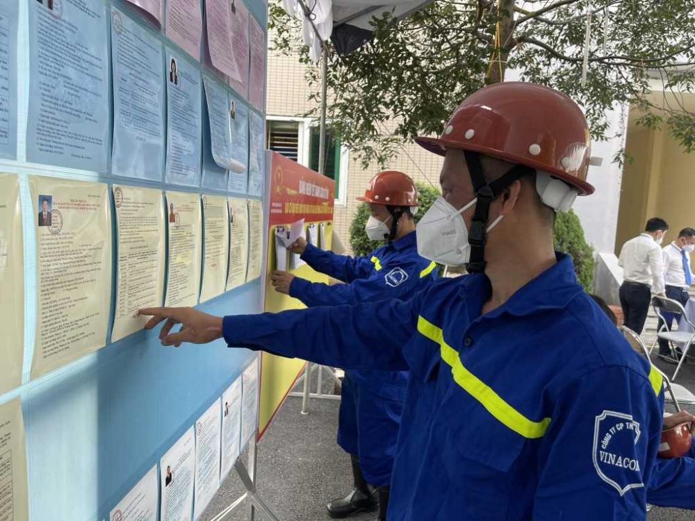 Quảng Ninh: Hàng vạn thợ mỏ đi bỏ phiếu với tinh thần trách nhiệm cao