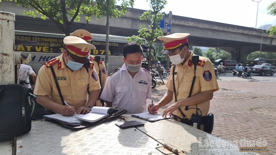 Tăng cường kiểm tra phòng, chống Covid-19 đối với xe khách liên tỉnh