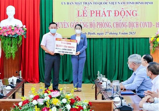 Tập đoàn Hưng Thịnh trao tặng 50.000 liều vắc xin phòng, chống Covid-19 cho tỉnh Bình Định