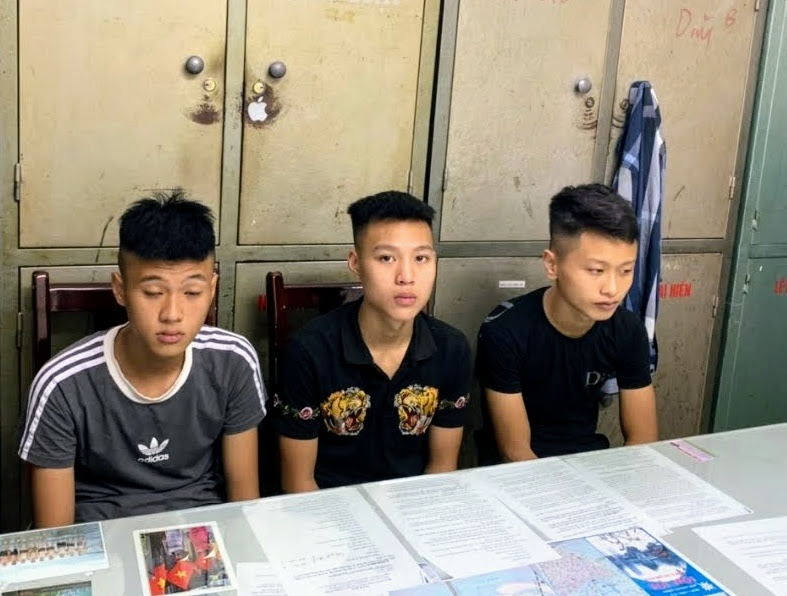 Bắt giữ 3 đối tượng 16 tuổi cướp tài sản của người đi đường