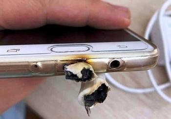 Sử dụng điện thoại khi đang sạc, thói quen nguy hiểm chết người