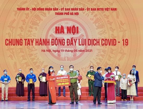Công an thành phố Hà Nội ủng hộ 1 tỷ đồng, chung tay đẩy lùi dịch Covid-19