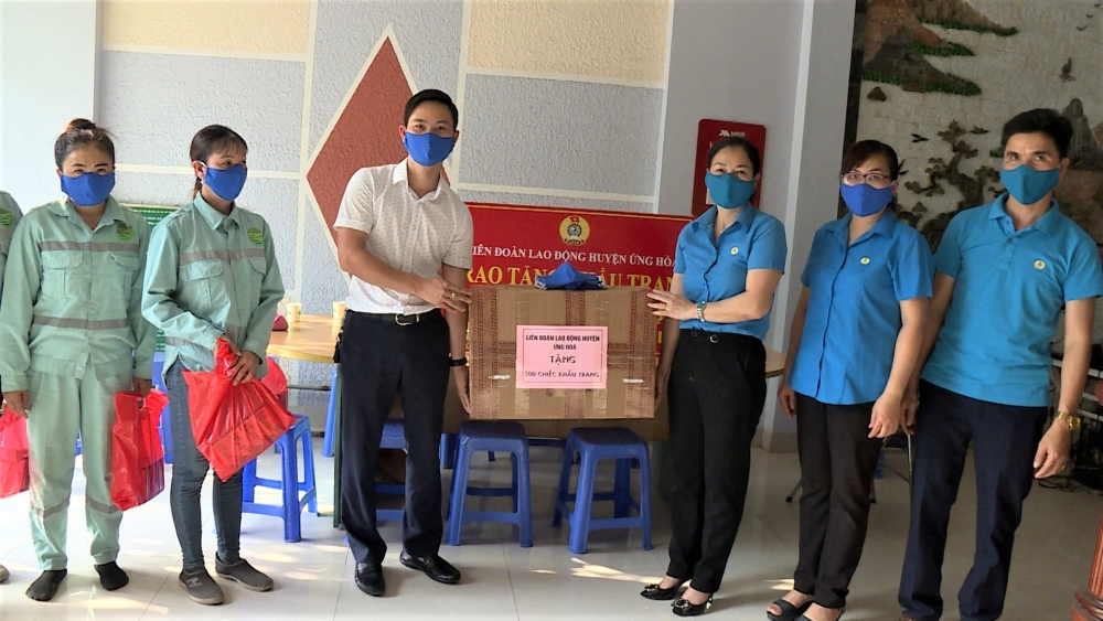 Liên đoàn Lao động huyện Ứng Hòa: Tích cực chăm lo đời sống cho người lao động