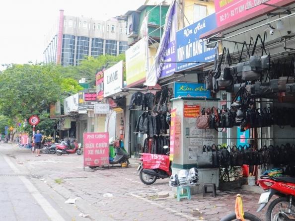 Phớt lờ cảnh báo nguy hiểm, tủ điện bị trưng dụng làm nơi buôn bán, tập kết rác