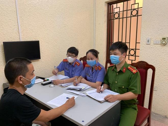 Bắt giữ đối tượng mới ra tù hơn 1 tháng tiếp tục cướp giật dây chuyền giữa phố Hà Nội