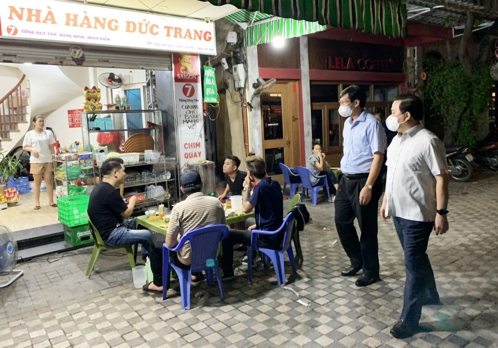Xử phạt 2 cơ sở kinh doanh dịch vụ ăn uống mở cửa sau 21h