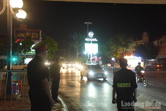 Xuyên đêm bám chốt, bảo vệ Thủ đô trước làn sóng dịch