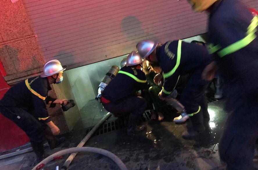 Kịp thời dập tắt đám cháy, cứu 3 người thoát nạn