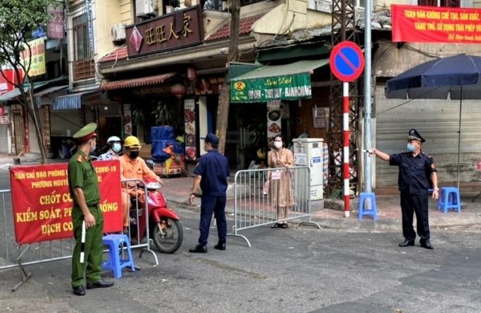 Ngày 4/8: Hà Nội xử phạt hơn 1,3 tỷ đồng các trường hợp vi phạm quy định phòng, chống Covid-19