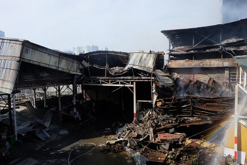 Hiện trường kho thành phẩm nhà máy Rạng Đông hoang tàn sau vụ cháy
