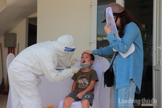 Quận Đống Đa xét nghiệm RT-PCR cho người đi từ Đà Nẵng về