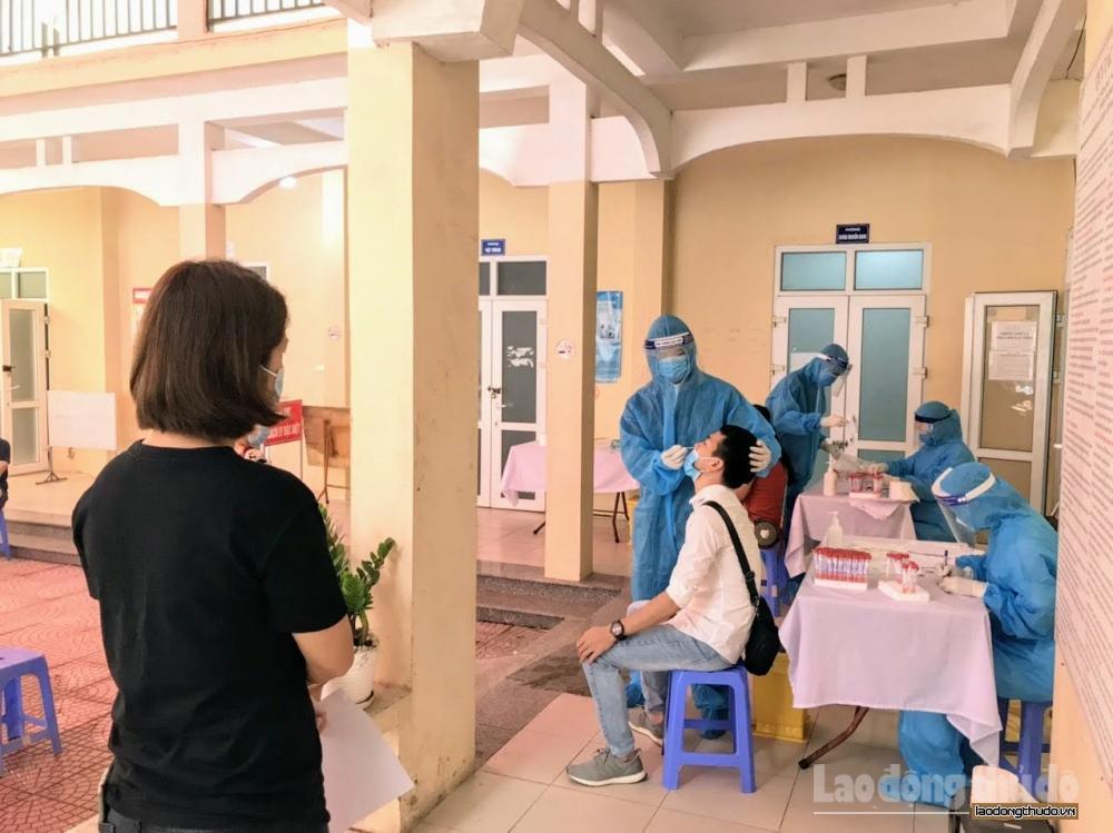 Phường Trung Văn (quận Nam Từ Liêm) tiếp tục xét nghiệm RT-PCR cho người từ Đà Nẵng về