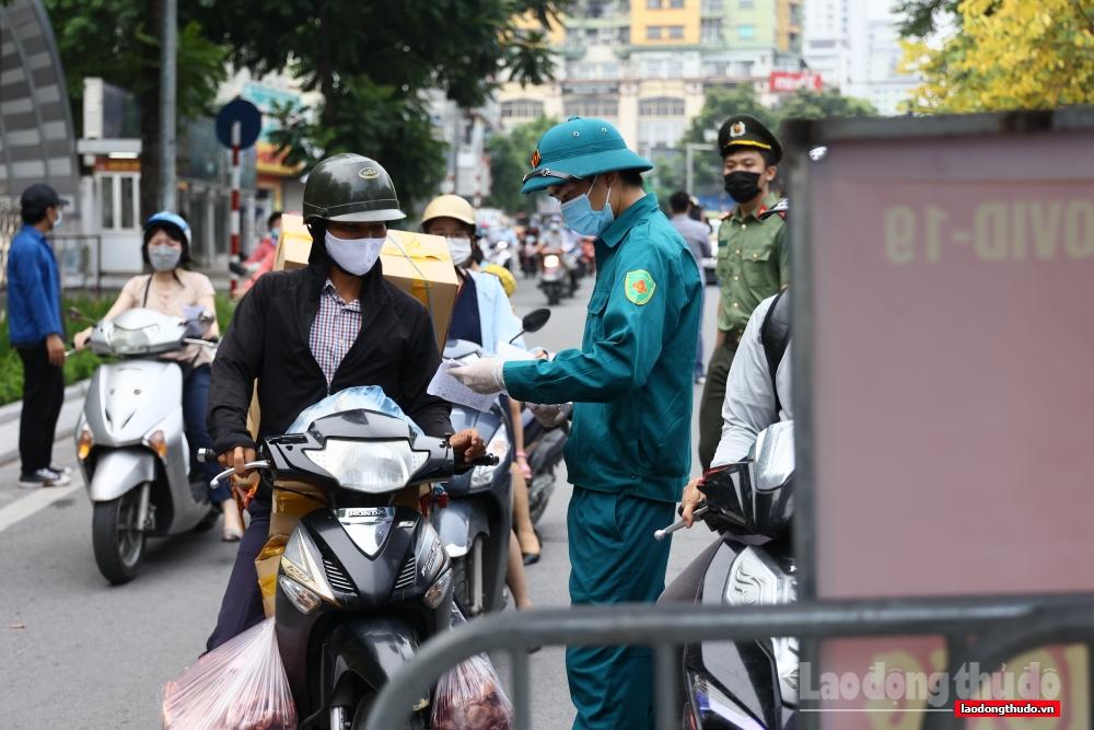 Ngày đầu Hà Nội siết chặt quy định về Giấy đi đường: Nhắc nhở để người dân hiểu, nghiêm túc chấp hành