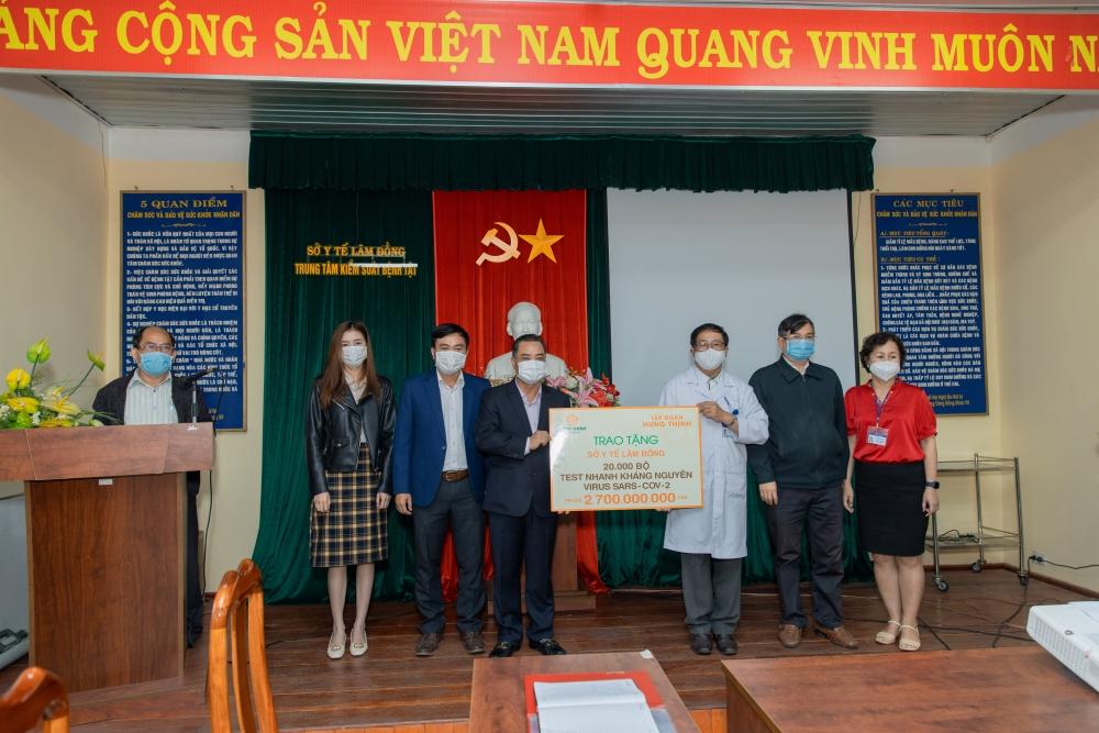 Tập đoàn Hưng Thịnh tiếp tục trao thiết bị y tế hỗ trợ phòng, chống dịch Covid-19 ở nhiều tỉnh thành