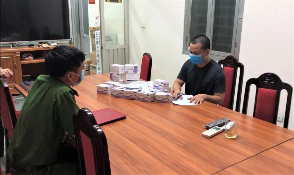 Quận Hoàng Mai thu giữ 117 bộ kit test nhanh Covid-19 xách tay, trôi nổi