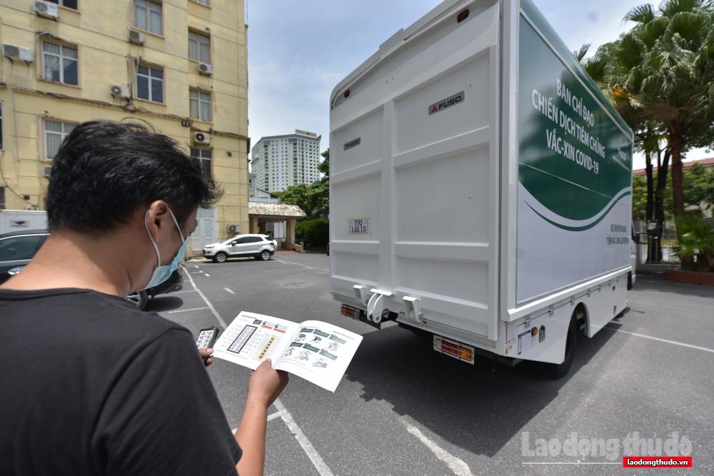 Cận cảnh xe chuyên dụng tiêm vắc xin lưu động tại Hà Nội