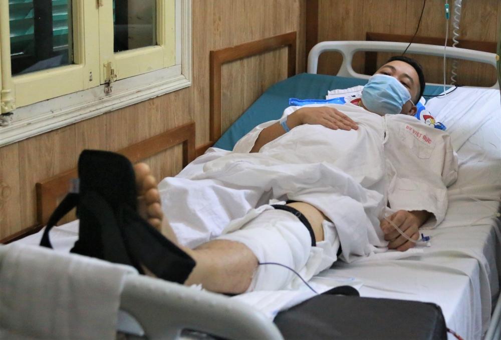Giám đốc Công an Hà Nội thăm hỏi Trung úy Công an bị thương khi làm nhiệm vụ