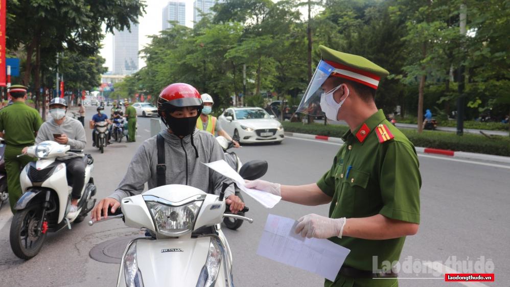Trong 2 ngày 6 và 7/9: Hà Nội chỉ kiểm tra nhắc nhở, xử phạt những trường hợp ra đường không có lý do chính đáng