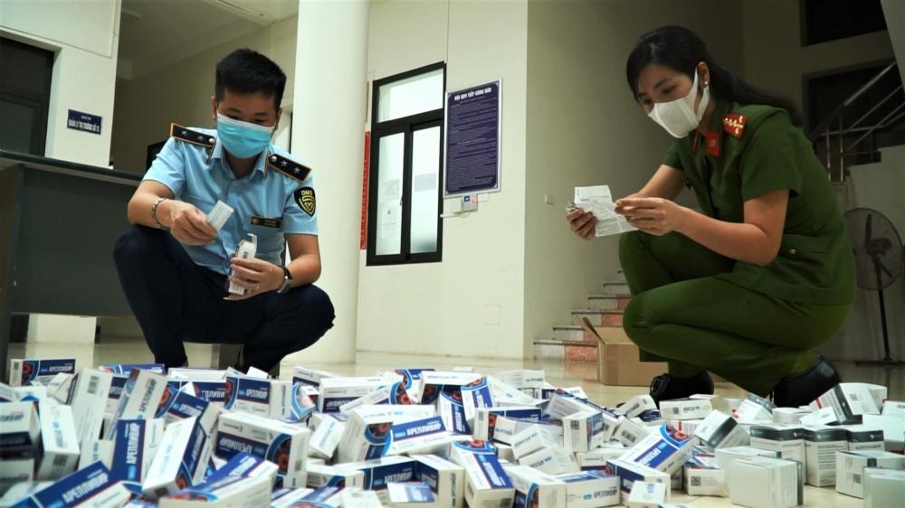 Thu giữ hàng trăm hộp thuốc điều trị Covid-19 không rõ nguồn gốc xuất xứ