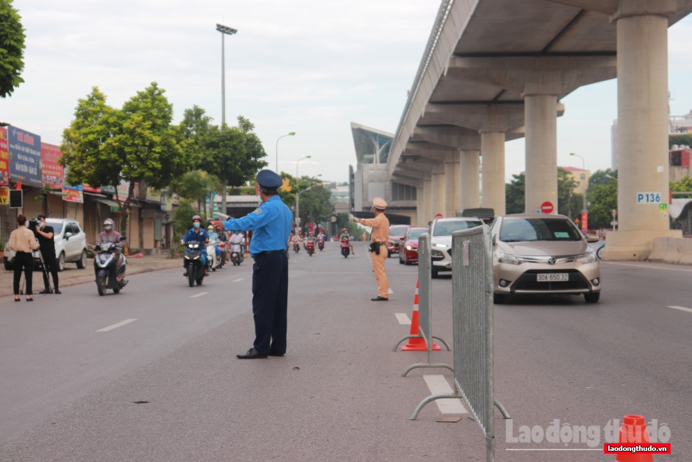 Ngày đầu kiểm tra giấy đi đường mã QR Code: Giao thông ổn định, không ùn tắc giờ cao điểm