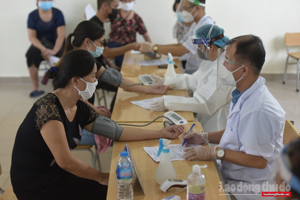 Không nhất thiết phải đo huyết áp với tất cả người tiêm vắc xin Covid-19