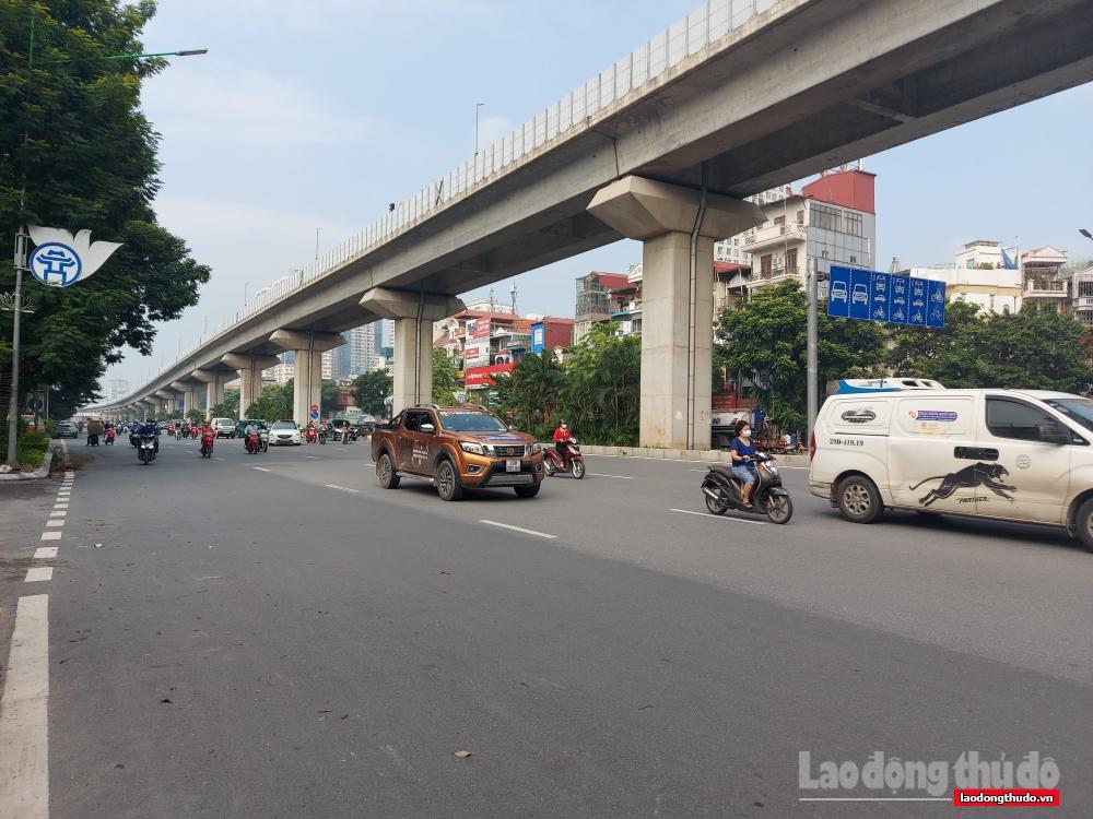 Hà Nội: Ngày đầu nới lỏng giãn cách, giao thông đông nhưng không ùn tắc