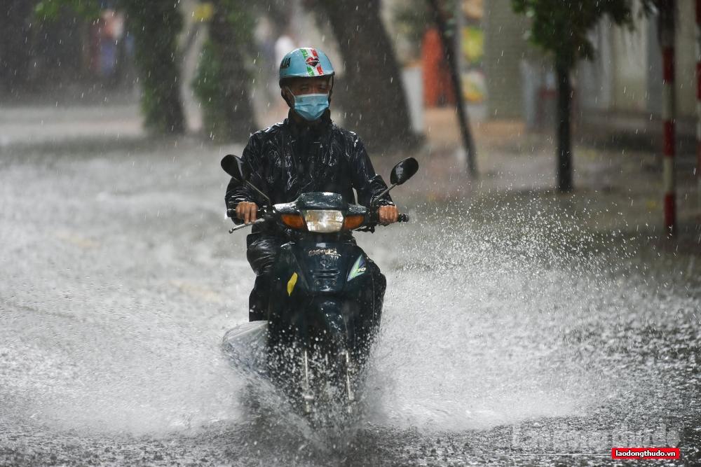 Không khí lạnh kết hợp hoàn lưu bão sẽ gây mưa to đến rất to cho các tỉnh phía Đông Bắc Bộ và Thanh Hóa