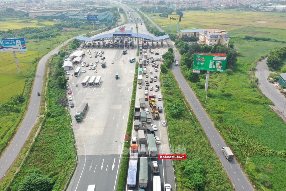 24 giờ qua, các chốt phòng dịch kiểm soát hơn 17 nghìn lượt phương tiện ra vào thành phố
