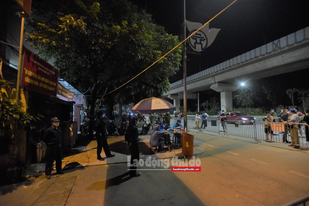 Phường Thanh Xuân Trung: Gỡ phong tỏa 2 ngõ trong đêm