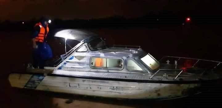 Lũ miền Trung vượt mốc lịch sử 1983, quan trắc viên thủy văn dầm mình giữa dòng nước dữ